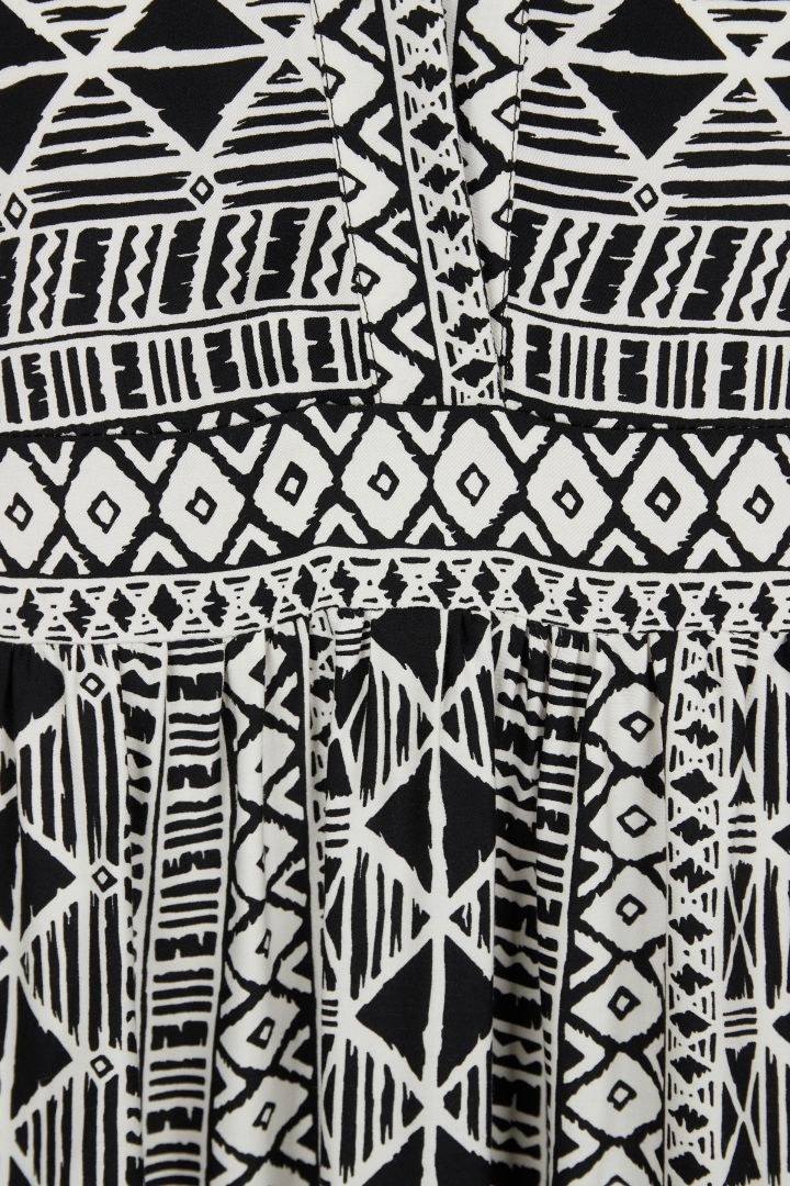 Kleid Ethno Muster