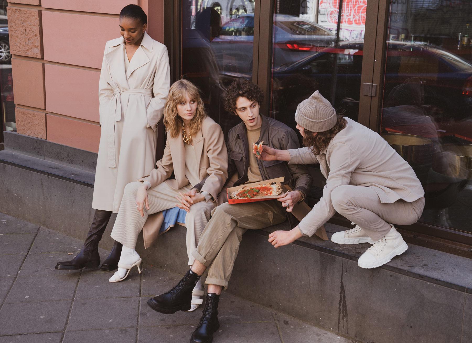4 Models tragen Outfits von Drykorn aus der Kollektion 2021