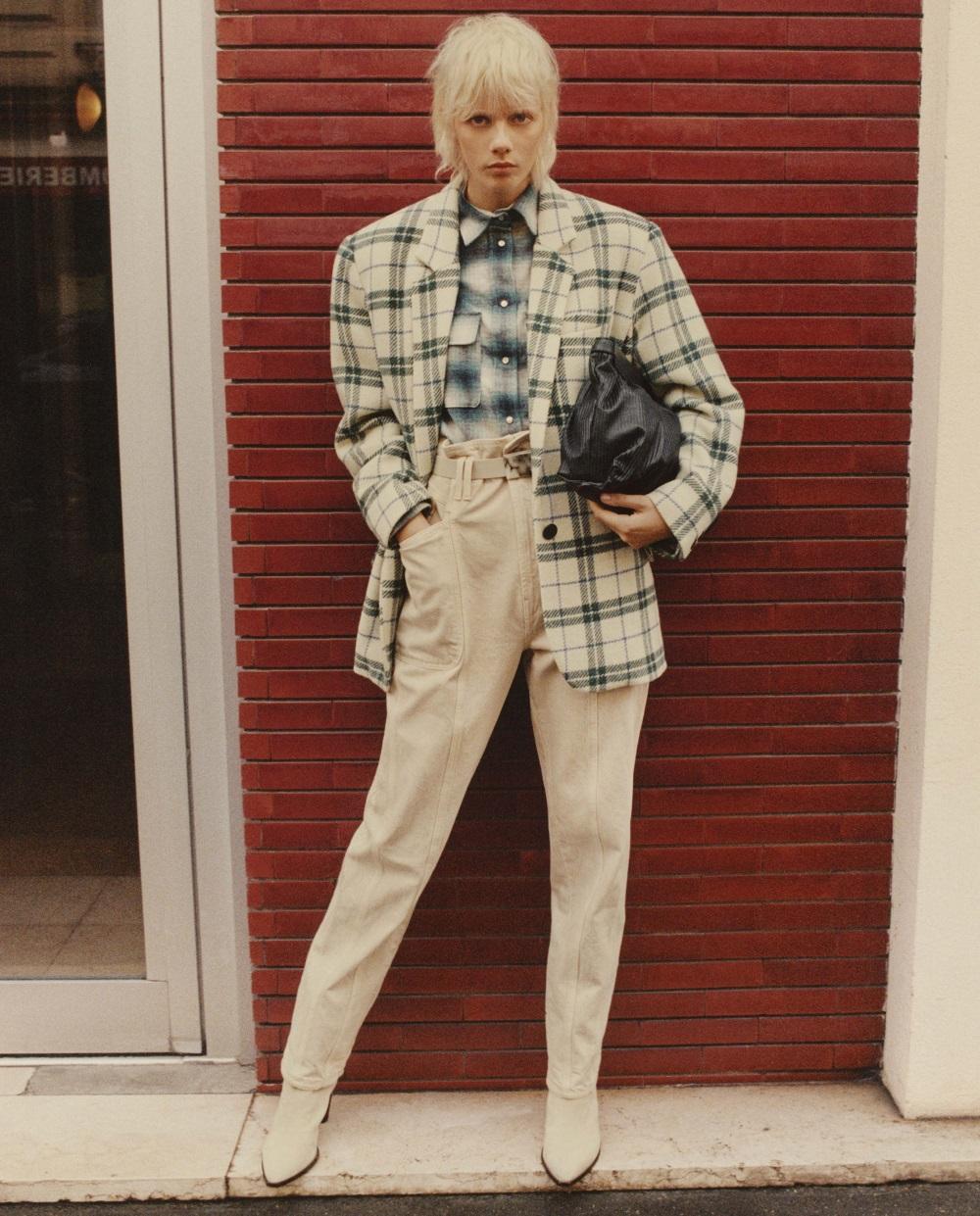 Model trägt Isabel Marant Étoile Outfit aus der Kollektion HW21