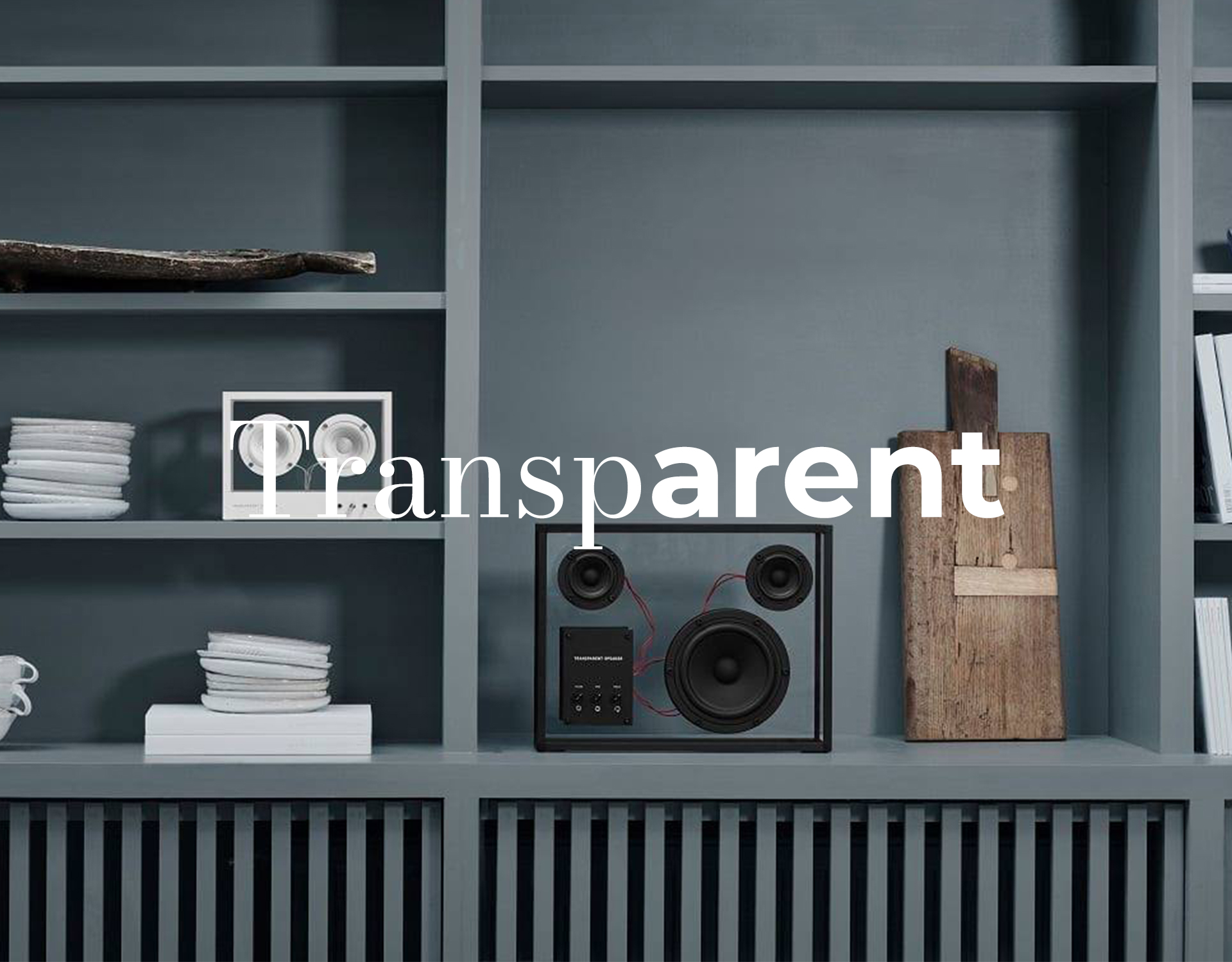 Graues Regal mit schwarzem Lautsprecher von Transparent